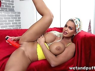 Hypnotizing Stunner Chloe Is Playing With Ass Fucking Beads