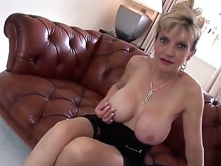 Cheating English Matures Lady Sonia Shows Her Strenuous Bosoms
