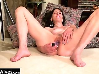 Usawives Solo Mummy Labia Frolicking Compilation