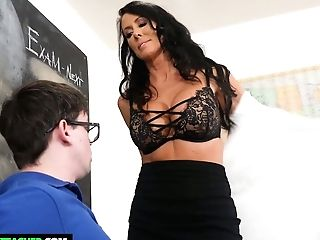Stunning Instructor Reagan Foxx Entices Dweeb Student And Drinks His Manmeat