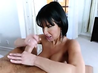Mummy Gets Off On Nubile Dick