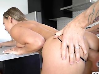 Bodacious Cougar Cali Carter Gets A Throatful Of Jism After Sultry Fucky-fucky