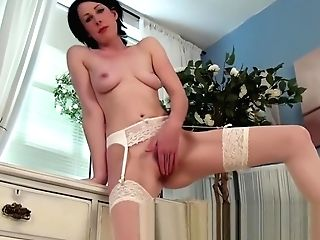 Hot Mom Frigs Her Vagina To Orgasm