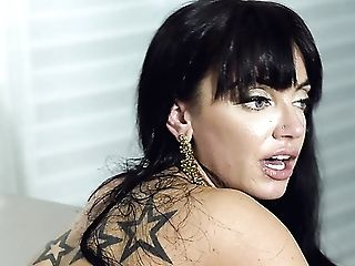 Wild And Enticing Cougar With Gorgeous Booty Leila Larocco Rails Man-meat Well