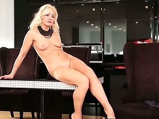 Blondie Cougar Sylvie Is Playing With Her Opened Up Smooth-shaven Vulva
