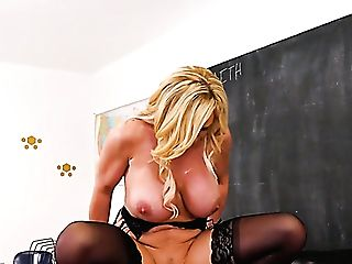 Right After Nice Bj Tyler Faith Spreads Gams To Be Fucked On The Table